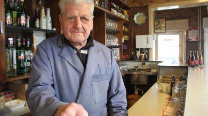 """87-jarige uitbater volkscafé vrijdagavond overvallen, maar zondagochtend al weer trouw achter de toog: """"Mijn klanten rekenen op me"""""""