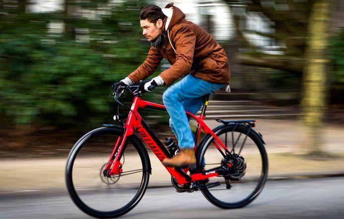 Deze sportieve elektrische fiets kan 45 kilometer per uur halen.