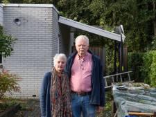 Boom valt op woning van Gerard en Anneke: 'Alles zat toch al tegen, dit kan er nog wel bij'