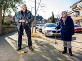 Oud-buschauffeur Jelle (73) vond met zijn wijk dé oplossing tegen paalrot: 'Dit is uniek in Nederland'