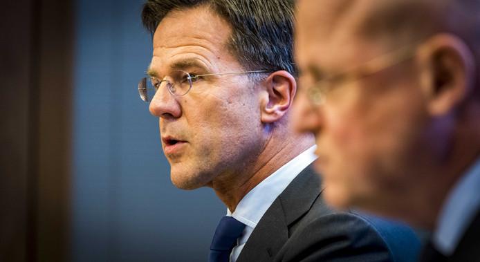 Minister-president Mark Rutte en minister Ferd Grapperhaus (Justitie en Veiligheid) staan de pers te woord op het ministerie Justitie en Veiligheid naar aanleiding van een schietpartij in een tram in Utrecht.
