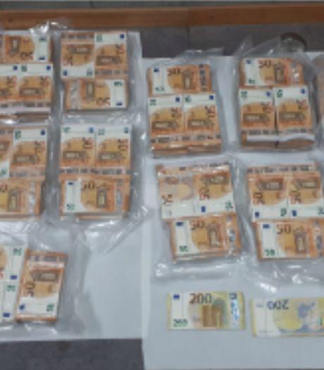 Miljoen euro aan contant geld in beslag genomen tijdens controle vrachtwagen
