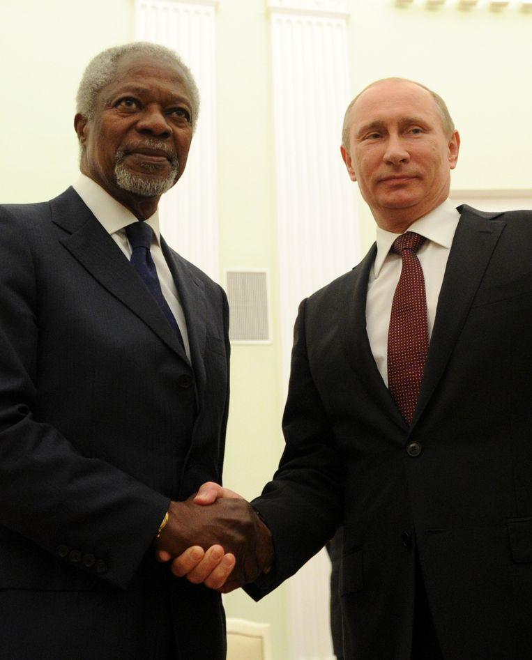 De Russische president Vladimir Poetin en Kofi Annan in 2012.  Beeld AFP