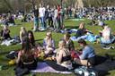 Bezoekers in het Vondelpark.