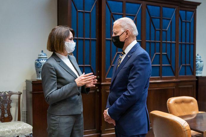 De Amerikaanse president Joe Biden heeft de Wit-Russische oppostitieleidster Svetlana Tichanovskaja ontvangen in het Witte Huis.