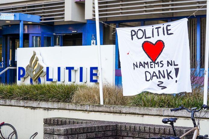 Het spandoek aan de Mathildalaan in Eindhoven.
