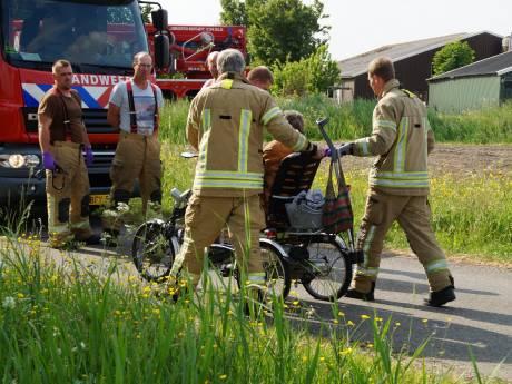 Vrouw (92) rijdt bijna de sloot in met driewieler