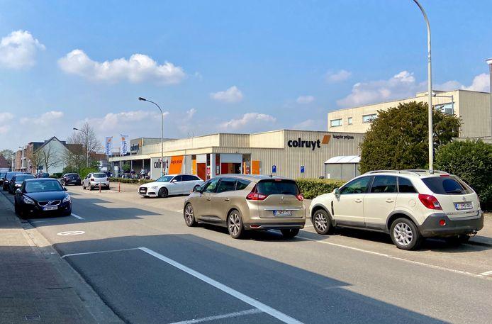 Het verkeer vanop de parking van de Colruyt bemoeilijkt de verkeerssituatie