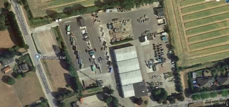 Files en risico op vallen tussen containers:  Milieustraat Elst onder de maat