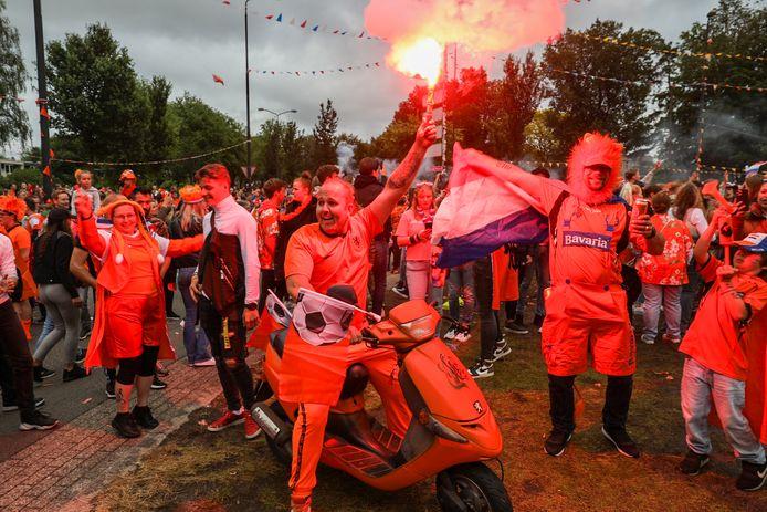 Feest op de Oranjerotonde.