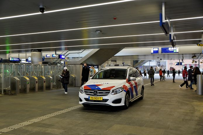 Een politieauto in de Stationspassage.