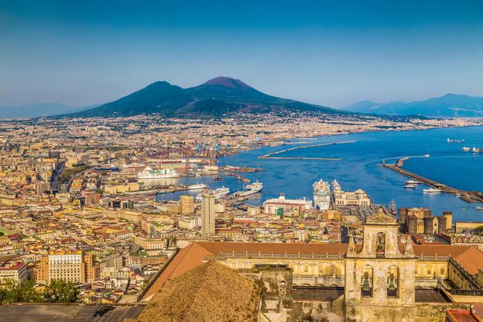 Le Vésuve domine la ville de Naples