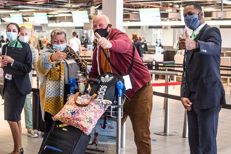 Vakantiegangers vertrekken in maart vanaf Schiphol voor een testvakantie naar Rhodos. De vraag naar vakanties naar het Middellandse Zeegebied neem toe. Beeld Joris van Gennip