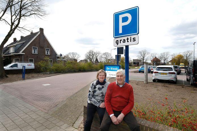Hans en Yvonne Jansen wonen naast De Bleek, een parkeerterrein in Doesburg dat wordt uitgebreid en daar zijn ze tegen.