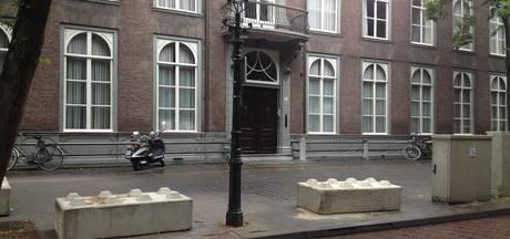 Betonblokken voor veiligheid op de Parade in Den Bosch