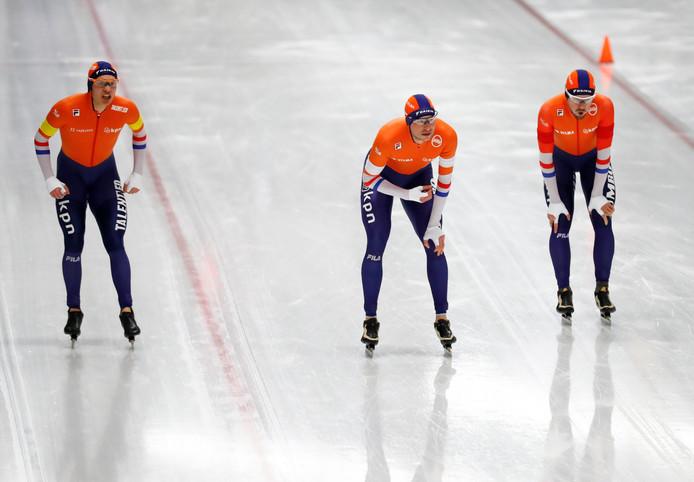 Vlnr: Marcel Bosker, Sven Kramer en Douwe de Vries.