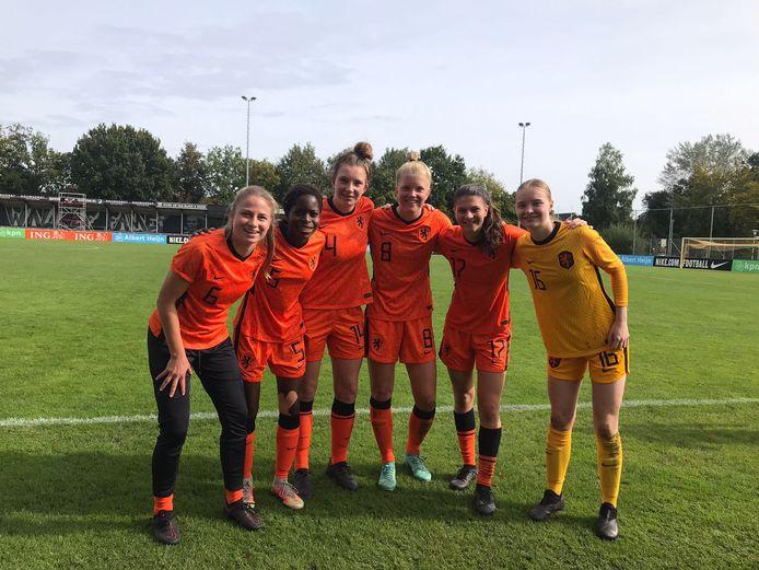 PEC Zwolle is ijzersterk vertegenwoordigd bij Oranje O19 met (vlnr) Tess van Bentem, Ana Nassette, Mayke Lindner, Jill Diekman, Danique Noordman en Melissa Kwakman.