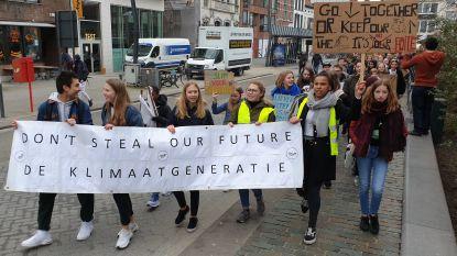 """800 scholieren stappen mee in Turnhoutse klimaatmars: """"Die strafstudie nemen we erbij"""""""