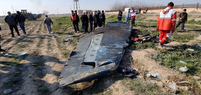 Brokstukken van vlucht PS752, die net was opgestegen van de luchthaven van Teheran.