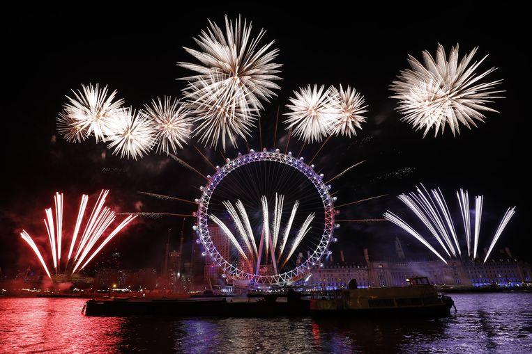De vuurwerkshow rond het London Eye. Beeld AFP