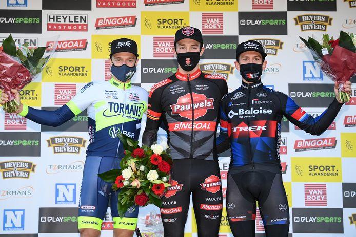 Het podium met winnaar Sweeck (midden), nummer twee Hermans (links) en van der Haar (rechts) als derde.