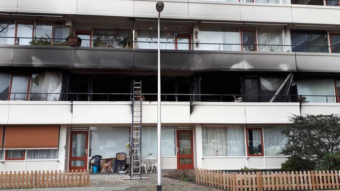 Daags na de brand: Twee appartementen zijn uitgebrand.