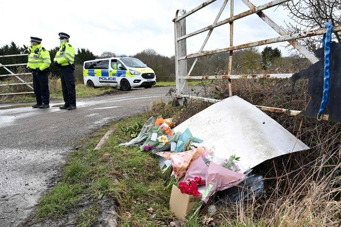 Bloemen voor Sarah Everard, bij de plek in Kent waar haar lichaam werd gevonden.