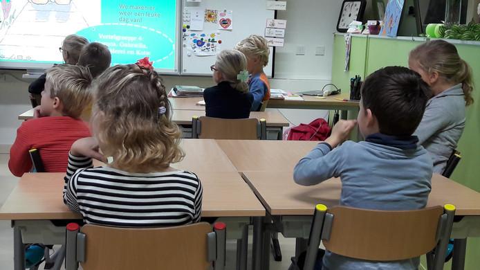 Leerlingen van de School van de Bijbel in Langbroek (Wijk bij Duurstede) gaan wel gewoon naar school vandaag.