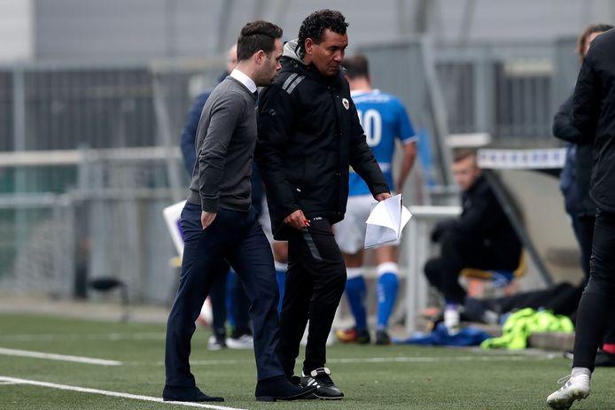 FC Den Bosch-coach Erik van der Ven en Excelsior-coach Ricardo Moniz.