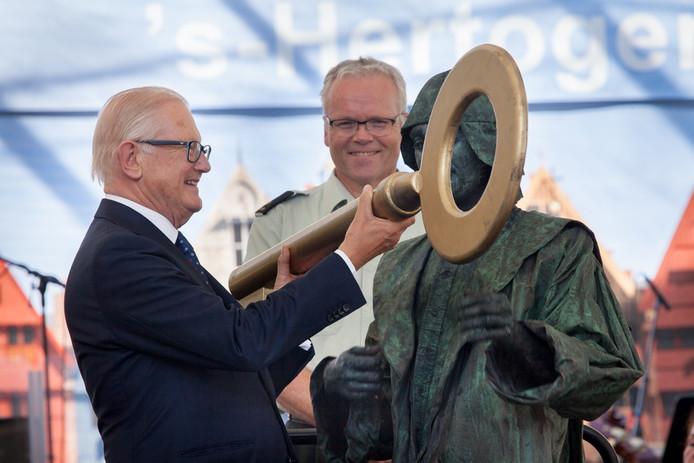 Prof.mr. Pieter van Vollenhoven verrichte afgelopen week de nationale opening van de Open Monumentendagen in Den Bosch.