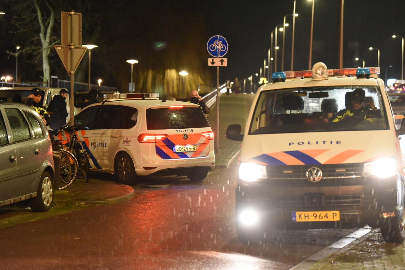 Na rellen eerder in het land werd maandagavond ook op meerdere plekken in Utrecht opgeroepen tot onrust. Onder andere bij speeltuin Klokkenveld aan de Marnixlaan werd opgeroepen tot rellen. De politie is aanwezig en controleert groepjes jongeren.