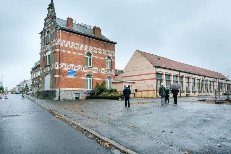 Het gemeentehuis van Wezembeek-Oppem wordt binnenkort afgebroken. Alleen het kasteeltje blijft behouden.