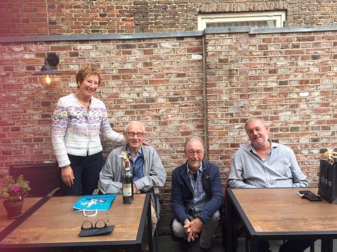 (Vlnr:) Presentatrice Trudy Koelemaij, Wim Ligterink, Jan Smit en Martin Hakkert. De laatste twee zijn technici en zijn ook gestopt.