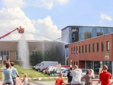 Brandweer blust opnieuw een brand in oude loods van Mercon in Alblasserdam