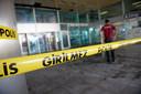 Een afgesloten ingang bij luchthaven Atatürk, een dag na de aanslag.