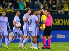 Koeman verder in het nauw na gelijkspel in Cádiz, gemiste kansen Memphis en rood Frenkie de Jong