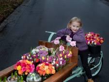 Bloemenmeisje Izis (4) ontroert Eindhoven met bosjes voor 'opa en omaatjes'