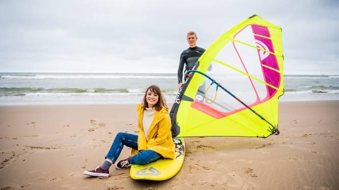 """Dit koppel verhuisde naar kust om bij elk zuchtje wind op de surfplank te kunnen springen: """"Meteen na het werk naar de zee tot het donker wordt. Het is een schoon leven hier"""""""