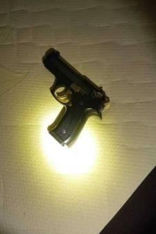Politie vindt vuurwapen bij doorzoeking van woning in Ameide