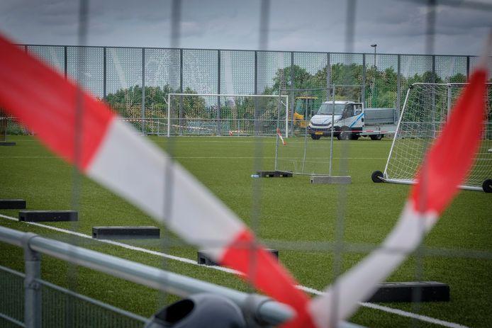 Eerdere herstelwerkzaamheden op het sportpark.    Schiedam - (weinig) herstelwerkzaamheden Sportpark Willem Alexander
