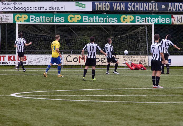 De 0-1 van Dongen kon Bram Jacobs (geheel links) niet voorkomen.