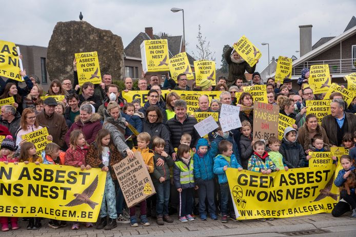 Balegem protesteerde massaal tegen de inplanting van een asbeststort in de steengroeves van de gemeente.