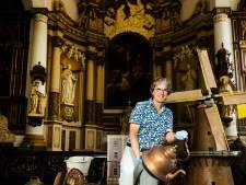 Stedelijk Museum Schiedam laat vrijwilligers van Kijkdepot fotograferen