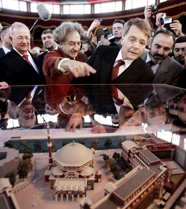 Minister Donner gaf in 2006 al de aftrap voor de bouw van de Westermoskee. © ANP Beeld