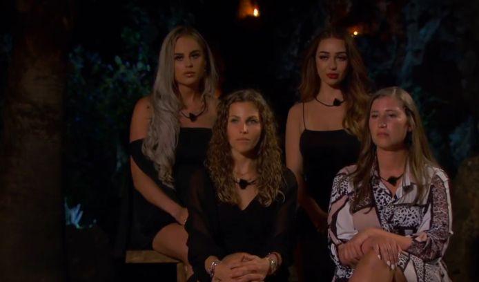 De dames hebben hun eerste vuurkamp tijdens 'Temptation Island: Love or Leave'.