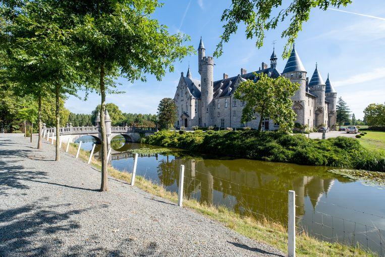BORNEM Graaf John de Marnix de-Sainte Aldegonde opent de deuren van zijn kasteel