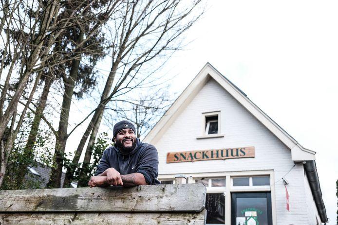 John Harris is de goedlachse en altijd positieve uitbater van cafetaria 't Snackhuus in Hummelo.