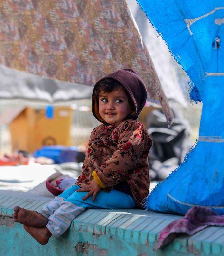 Voor het eerst vertrekken Afghaanse evacués per vliegtuig uit Kaboel
