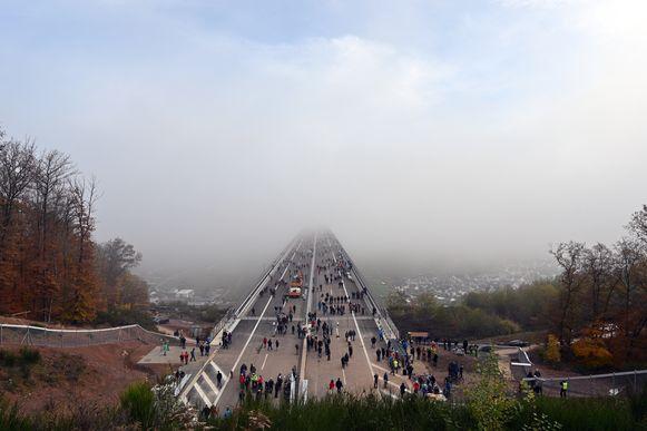 De brug is na acht jaar werk officieel geopend.