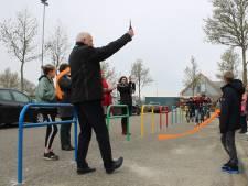 Veiliger naar school in Buren met kleurrijke zone: 'Kinderen moeten wel blijven opletten'